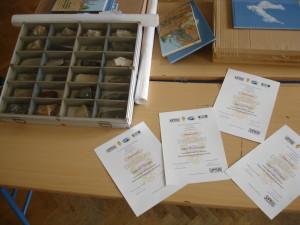 Diplome, karte i geološka zbika kao nagrade